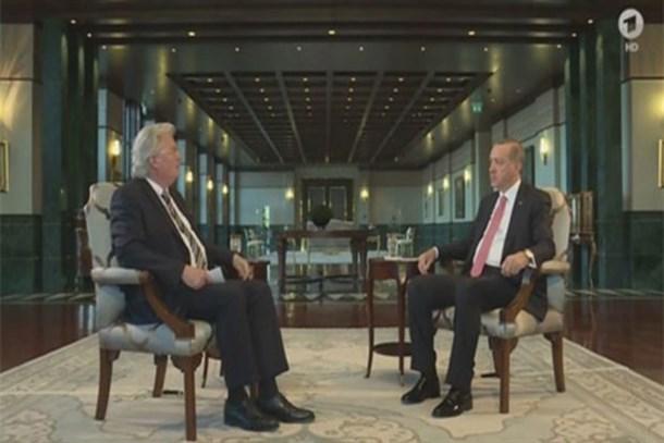 Erdoğan'ın terör çıkışı Alman sunucuya yayını kestirdi