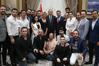 Cumhurbaşkanı Erdoğan, ünlülerle 'darbe' gündemli buluştu
