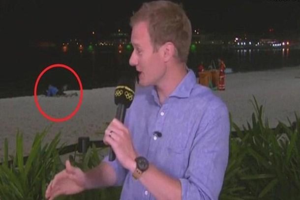BBC muhabirine büyük şok! Canlı yayını kesti!