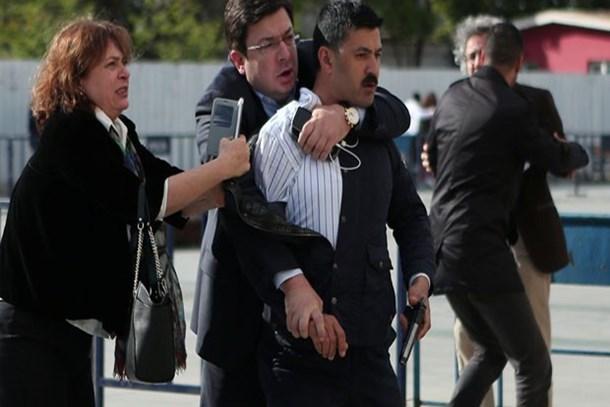 Can Dündar'a saldırının sanıkları 'kasten öldürmeye teşebbüs'ten ağır cezalık