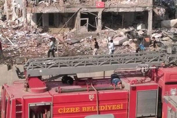 Cizre'de bombalı terör saldırısı; 8 şehit, 45 kişi yaralandı!