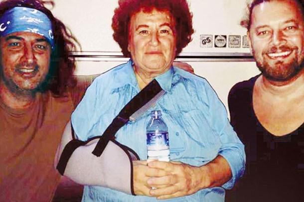 Selda Bağcan kedileri yüzünden kolunu kırdı!