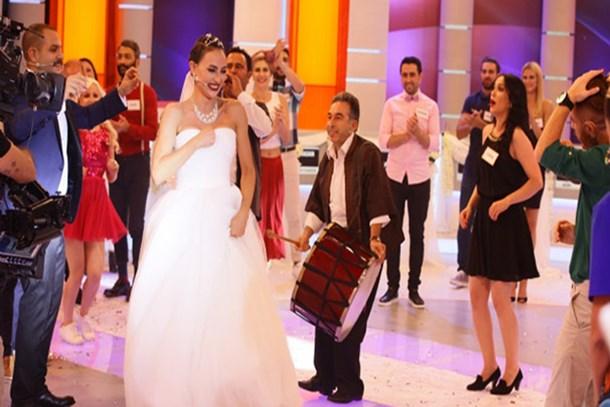 'Var Mısınız Yok Musunuz'da sürpriz düğün!