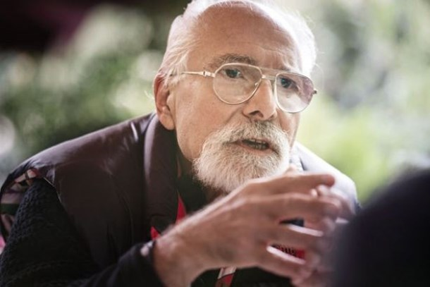 Ahmet Kekeç, Cumhuriyet yazarını topa tuttu: Çirkin Profesör Emre Kongar...