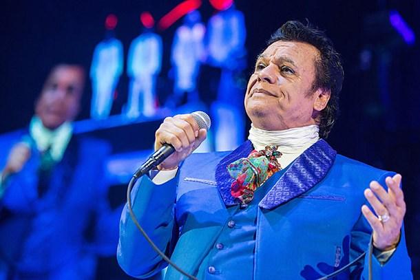 Ünlü şarkıcı kalp krizinden hayatını kaybetti!