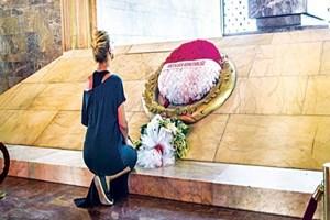 Gülben Ergen Atatürk'ün huzuruna çıktı