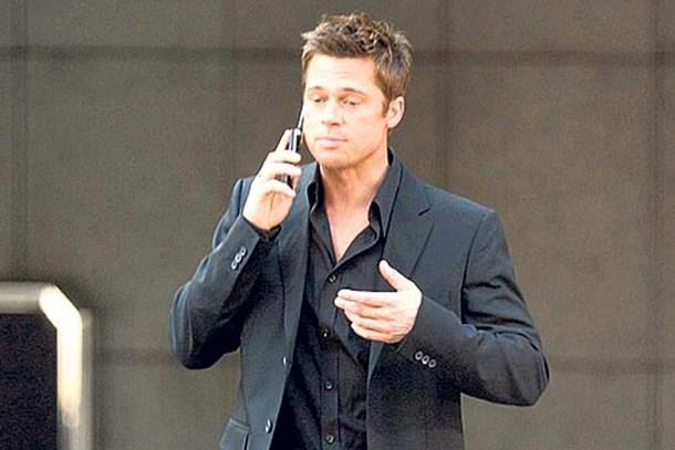 Angelina Jolie, Brad Pitt'i blokladı!