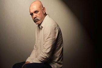 Hekim-oyuncu Ercan Kesal teşhisi koydu: 'Hepimizin sırttan düğmeli ceketler giymesi gerekiyor!'