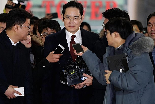 Samsung'u sarsan karar; hisseler düştü!
