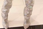 Ünlü şarkıcı 35 bin TL'ye aldığı çizmeleri giyebilmek için 5 kilo verdi!