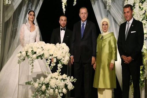 Gökhan Töre Diriliş Ertuğrul'un Halime Sultanı ile evlendi!