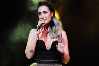 Şarkıcı Sıla'nın olaylı gecesi! Gazetecileri tehdit etti: Silin yoksa kötü olur!