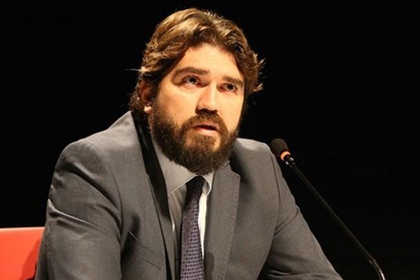 Akit TV hedefe Rasim Ozan Kütahyalı'yı koydu: Fabrika ayarlarına döndü, FETÖ'ye övgüler yağdırdı!
