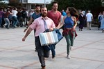 Burak Özçivit ve Murat Boz geldi, çarşı karıştı!