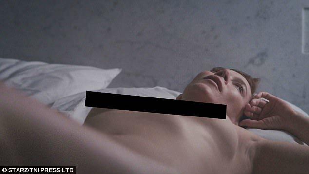 Anna Friel, 23 yıl sonra yeniden çıplak sahneleriyle gündemde!