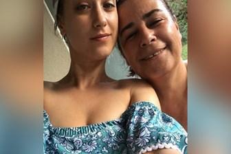 Hazal Kaya kanser hastası olan annesinin saçlarını kazıdı, sosyal medya sallandı!