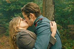 Vatanım Sensin'e Leon ve Hilal'in öpüşme sahnesi damga vurdu