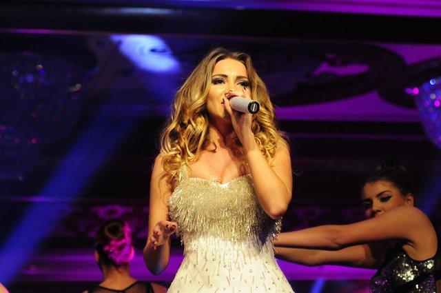 Sinan Akçıl'ın şarkıcı sevgilisi Otilia: Seks yoksa kendimi kadın gibi...