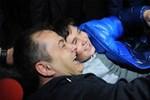Sözcü muhabiri Gökmen Ulu cezaevinden çıktı! Tahliyede duygulandıran görüntüler...