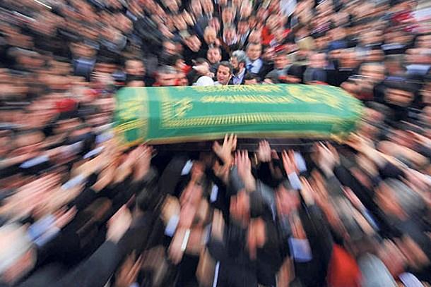 Müzik dünyasını sarsan ölüm! Ünlü söz yazarı hayatını kaybetti!