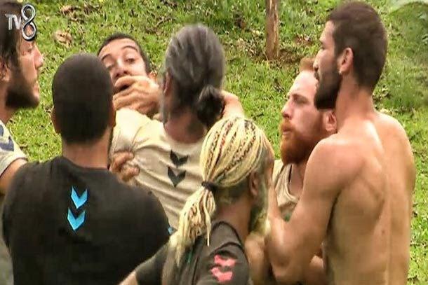 Survivor'da Serhat yine Eser'e saldırmaya kalkıştı!