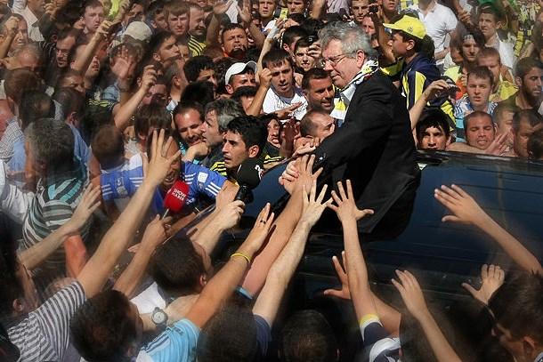 Oray Eğin'den olay iddia: Aziz Yıldırım siyasete mi hazırlanıyor?