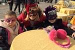 Venedik Festivali'nde maskeli bir ana haber spikeri!