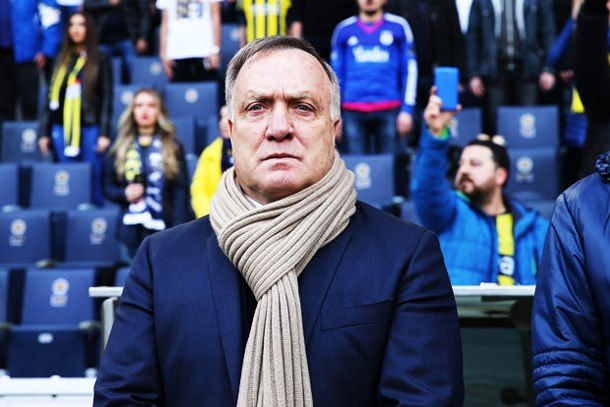 Fenerbahçe Teknik Direktöründen muhabire fırça: Sen bir yalancısın!