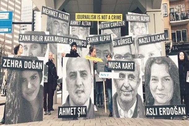 Avrupalı gazetecilerden Merkel'e 111 bin imzalı dilekçe!