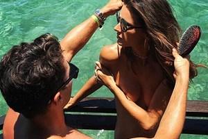 Alessandra Ambrosio'dan çırılçıplak kutlama mesajı