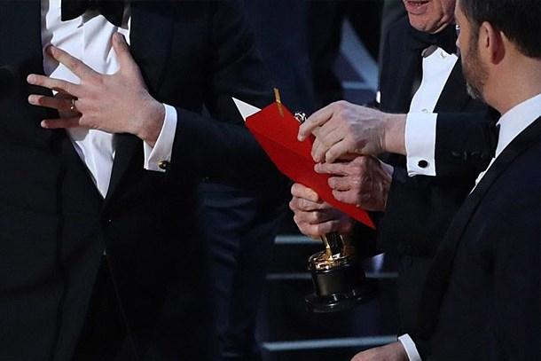 Oscar Ödülleri'nde yanlış zarf skandalı!