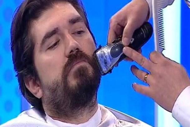 Canlı yayında görülmemiş olay! Rasim Ozan Kütahyalı iddiayı kaybetti, sakalını kestirdi!
