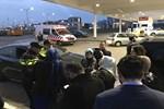 Hollanda'da, AA ve TRT aracına polis engeli