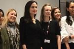 Angelina Jolie London School of Economics'te ders verdi