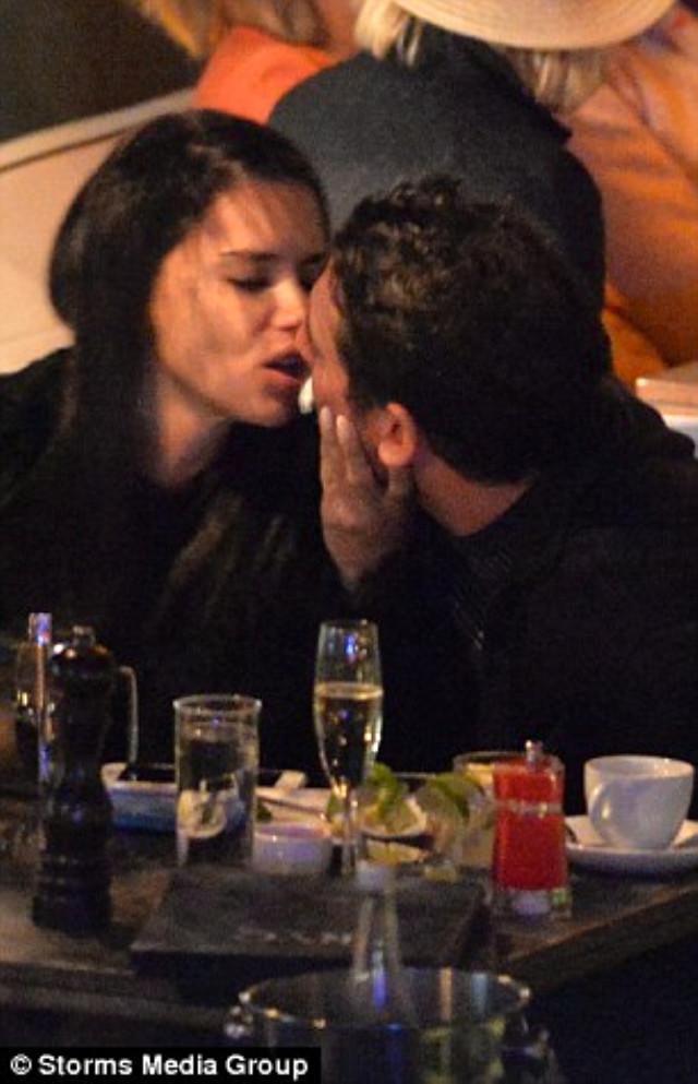 Adriana Lima, yeni aşkıyla dudak dudağa yakalandı