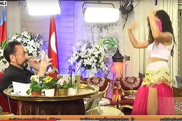 Adnan Hoca'ya 'dansöz' cezası!