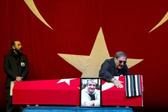 Ali Poyrazoğlu, Bülent Kayabaş'ın cenaze töreninde isyan etti: Ölmeden gömüldü!