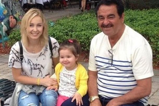 Kızı Atatürk için ağladı, yorumlar Ayşegül Yıldız'ı çıldırttı!