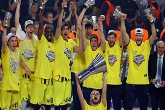 Bahçelievler Belediyesi'nden Fenerbahçe'ye kupa anıtı