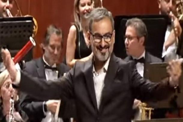Eşinden doğum günü sürprizi! Hangi genel yayın yönetmeni orkestra şefi oldu?