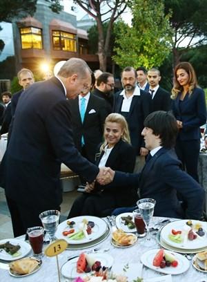 Cumhurbaşkanı Erdoğan'ın iftar yemeğine ünlü akını