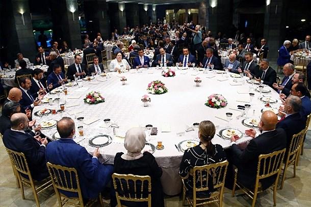 Cumhurbaşkanı Erdoğan'dan gazetecilere