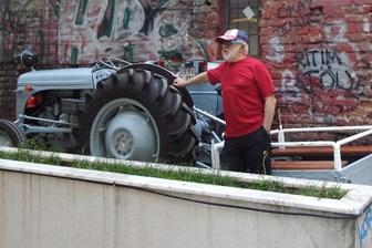 Türk Müziği'nin efsane isminden ilginç tepki! Konserine 1950 model traktörle gidecek! (Medyaradar/Özel)