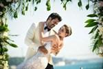 Fahriye Evcen, yılın düğününde 3 gelinlik giydi!