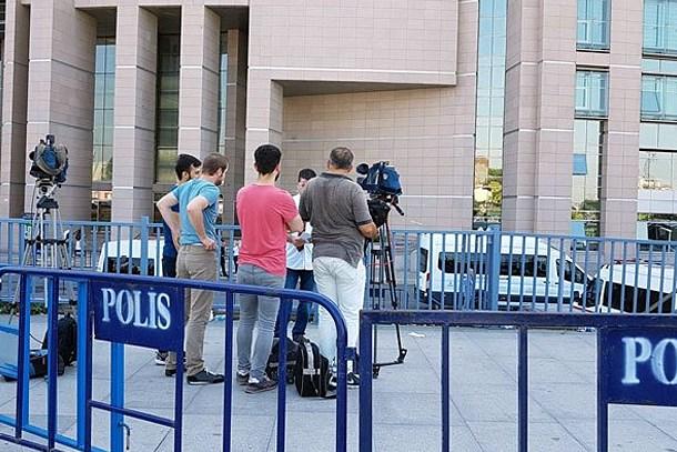 A Haber ve TRT Haber'e eylem için 'bariyerli' önlem!