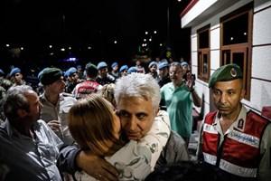 Cumhuriyet tutukluları Silivri'den böyle çıktı...