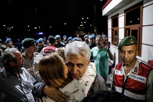 Cumhuriyet tutukluları Silivri'den böyle çıktı!