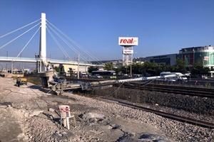 GÜNCELLEME - Kocaeli'de YHT hattına iş makinesi devrildi