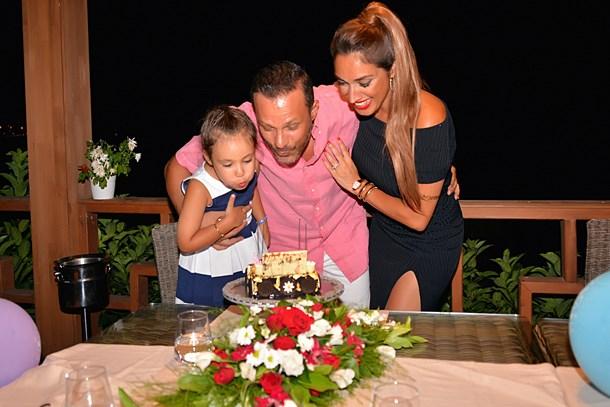 Zuhal Topal'dan eşine sürpriz kutlama!
