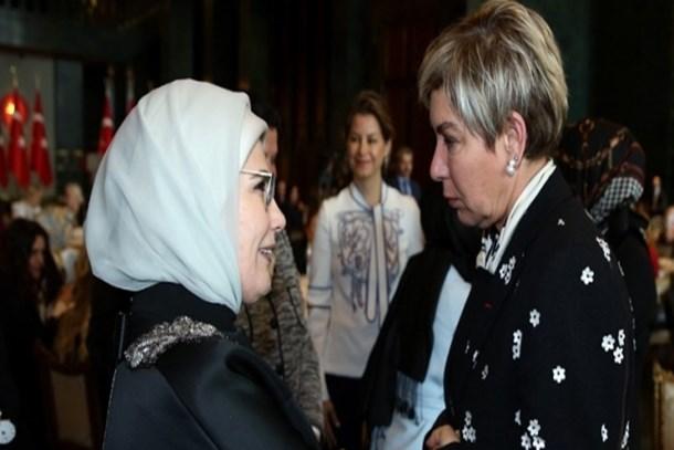 Ayşenur Arslan'dan Leyla Alaton'a: Kafa atacak değilim, ama bu mektubu başınıza çalabilir miyim!